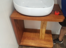Композиция за мивка от масивен махагон.